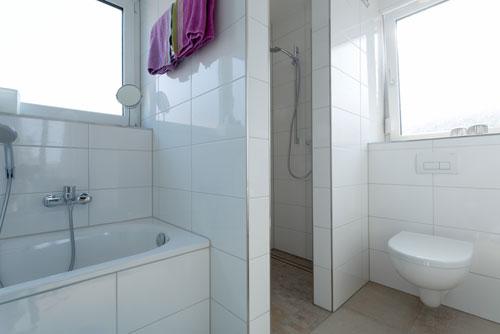 Dusche und WC der Ferienwohnung Ussicht