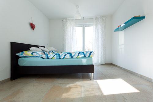 Schlafzimmer mit Balkontüre